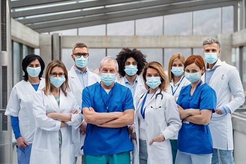 Les professionnels de la santé encombrés de dons pour lutter contre le covid-19